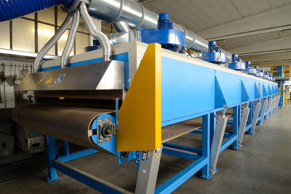 Horno de PCM Engineering para el secado de colas o adhesivos, levadura de productos expandidos, curado y estabilización de cauchos, secado de resinas, pinturas o fibras